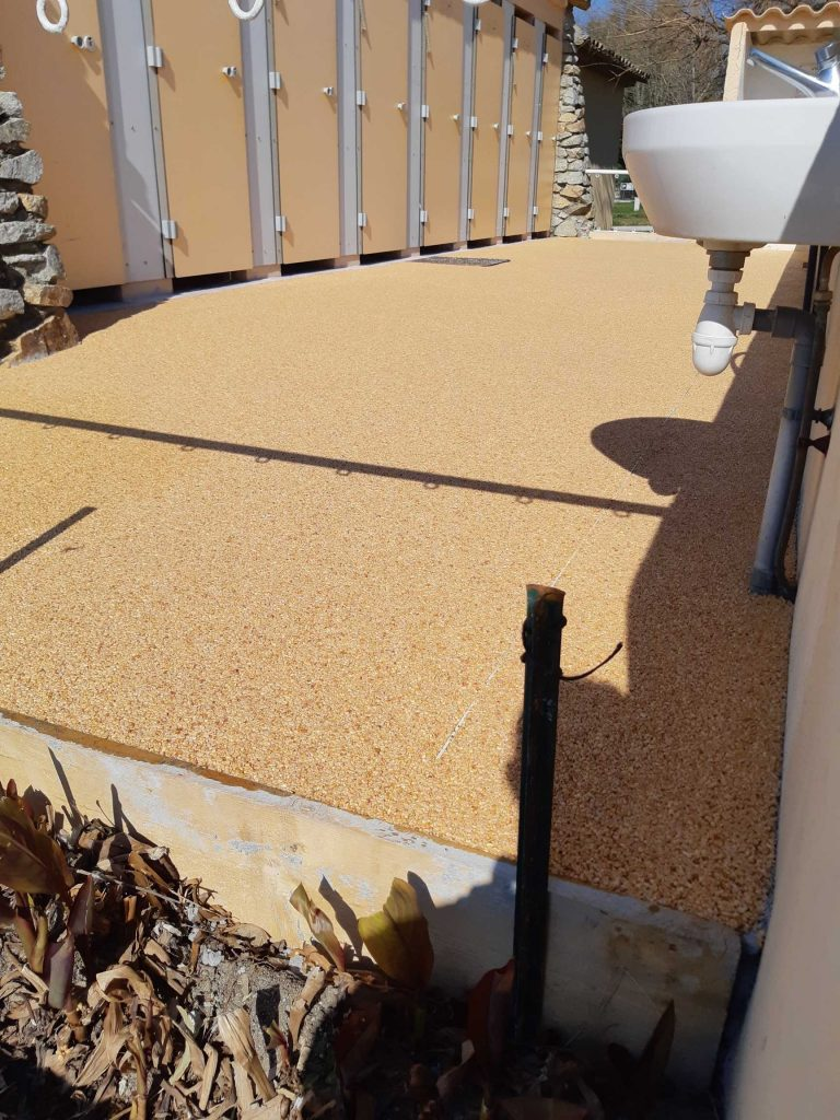 surface coating sanitaire camping