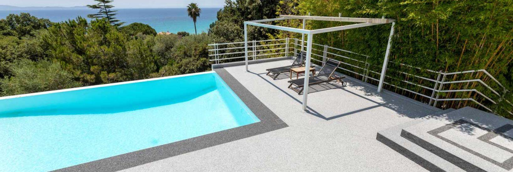 plage-de-piscine-moquette-de-pierre-corse-1.jpg